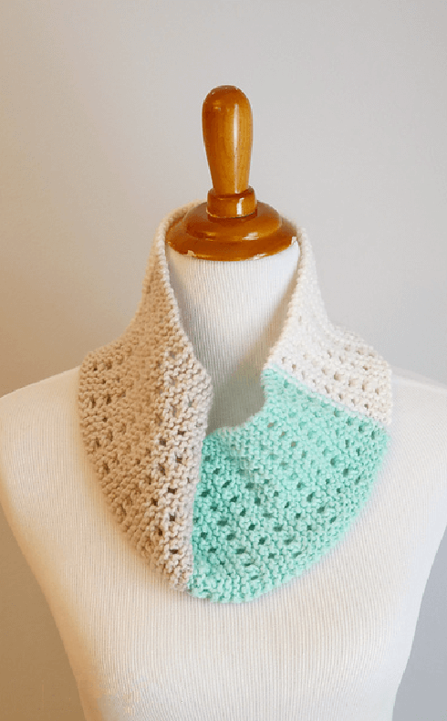 I've rounded up Top 4 Crochet Cowl Patterns and Tutorials that you can crochet quickly and wear right away.